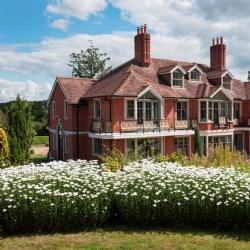 Savills hiện đang chào bán Rede Place – căn biệt thự từng thuộc sở hữu của Tom Cruise
