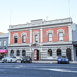 Bathurst building takes to market
