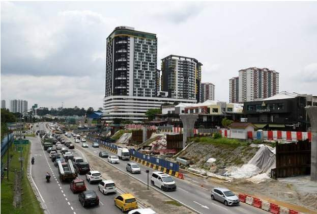 Seri Kembangan: A contrast of the old and the new